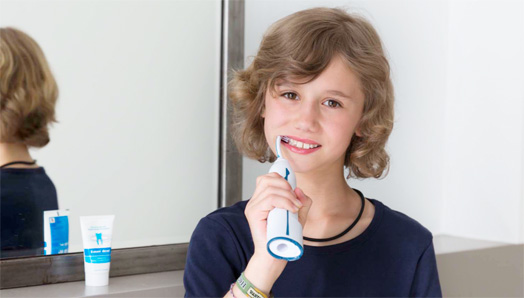 Child with Ultrasonic toothbrush